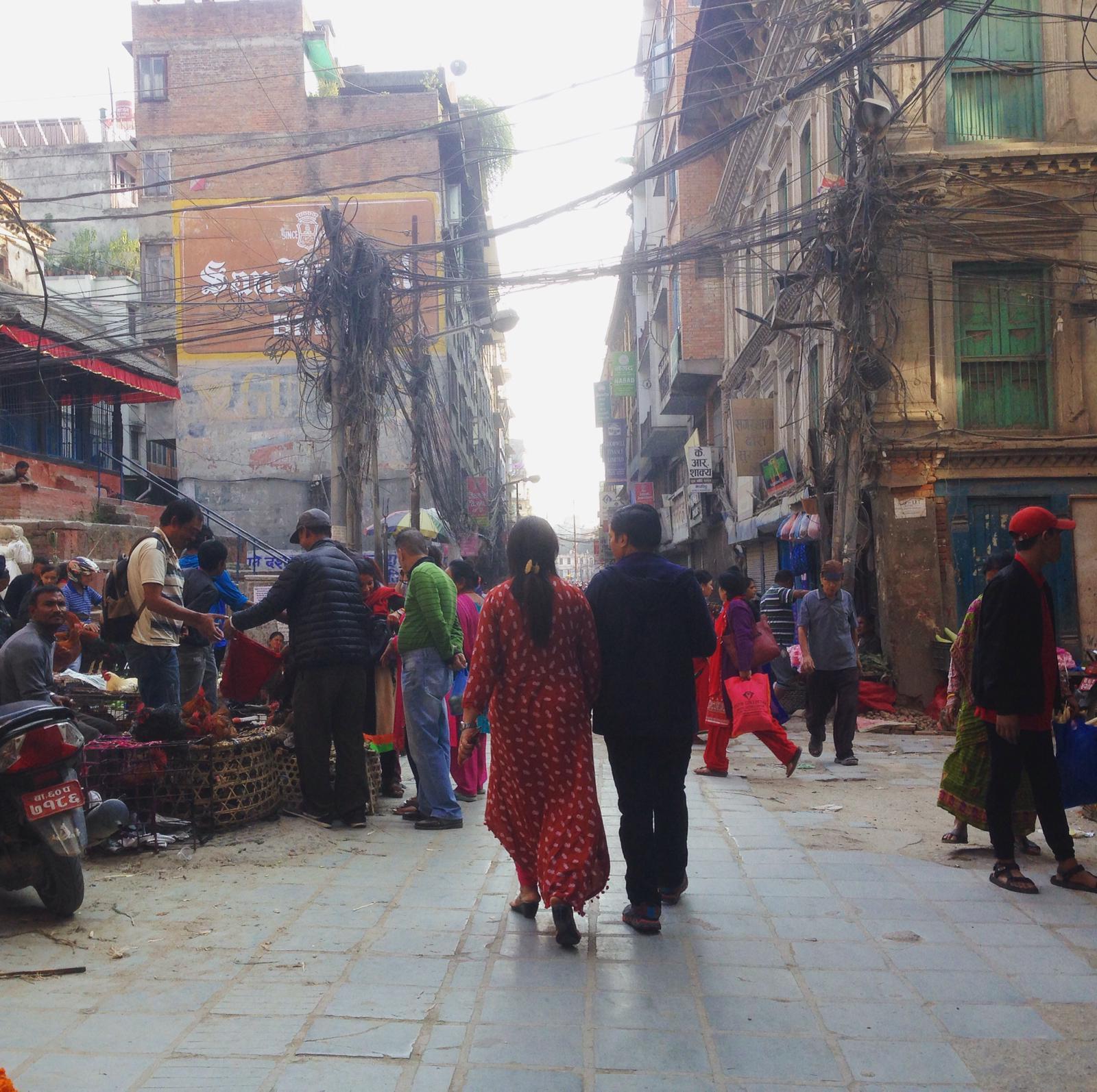 Kathmandou couple dans la ville