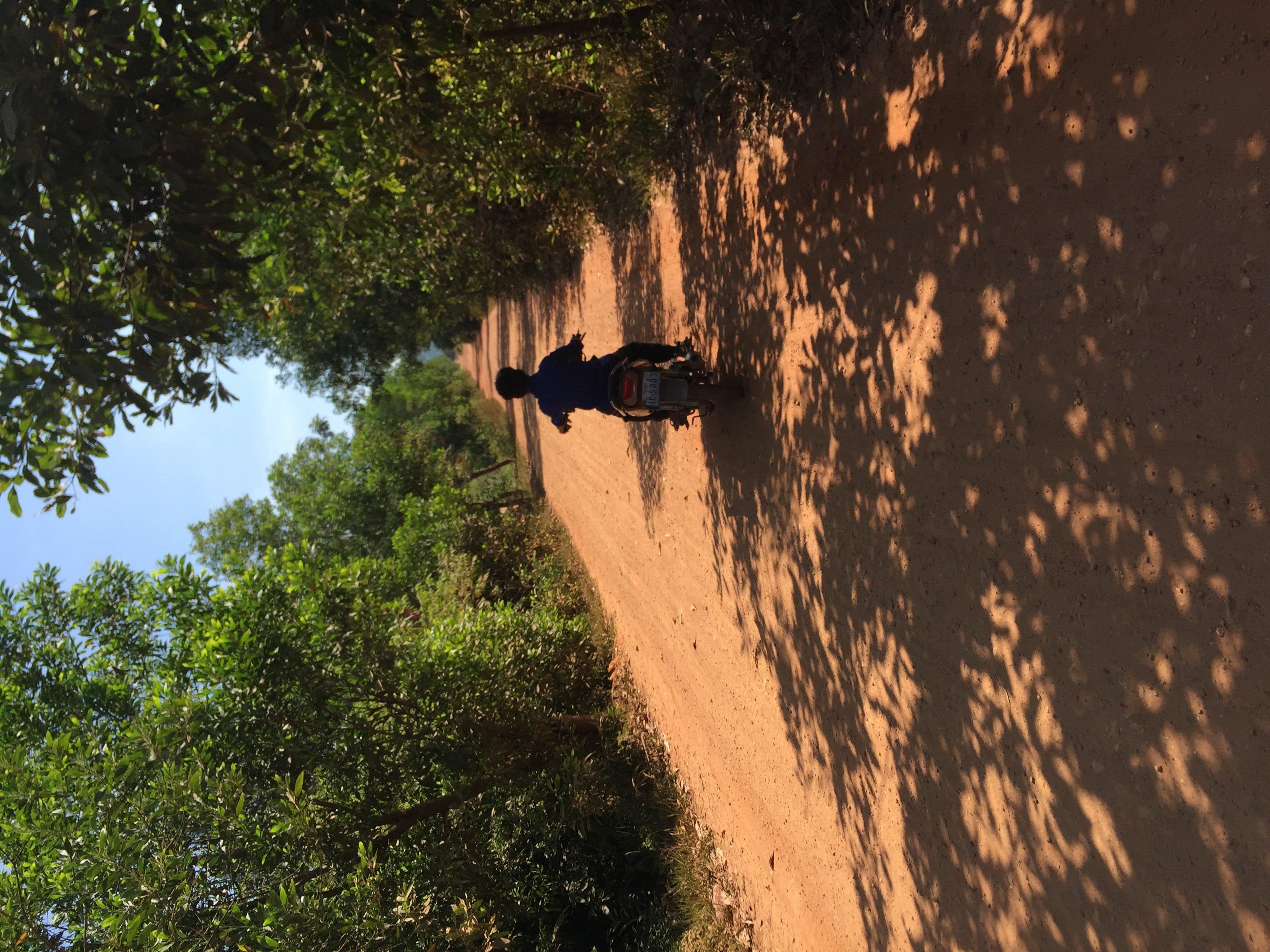 Kampot enfant en moto